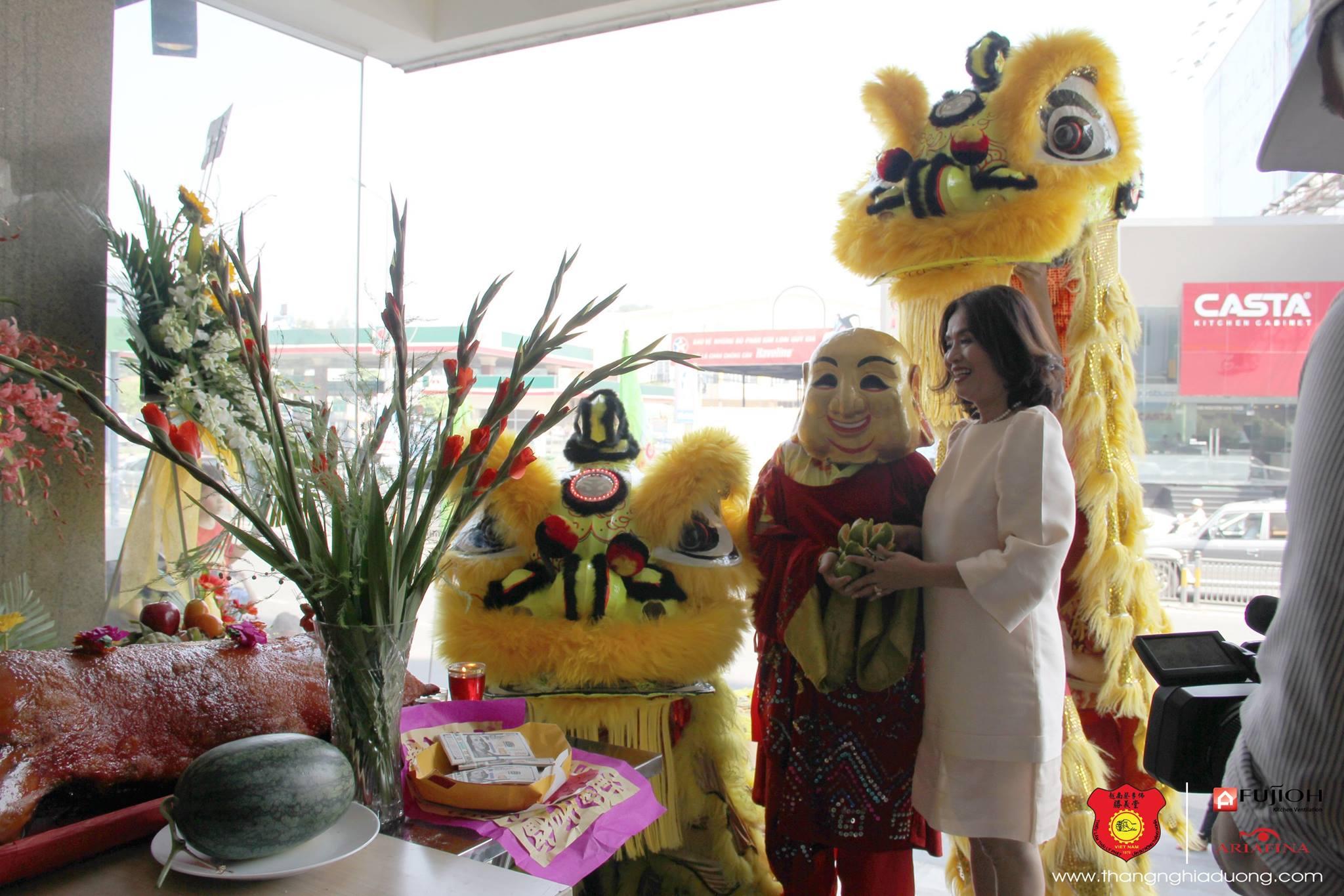 Múa Khai Trương Fujioh va Ariafina