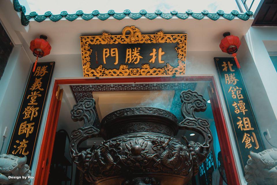 """""""Ngay trước mắt, con đừng quên…"""" – Ký Sự: Chiều mưa Sài Gòn bàn chuyện VÕ"""